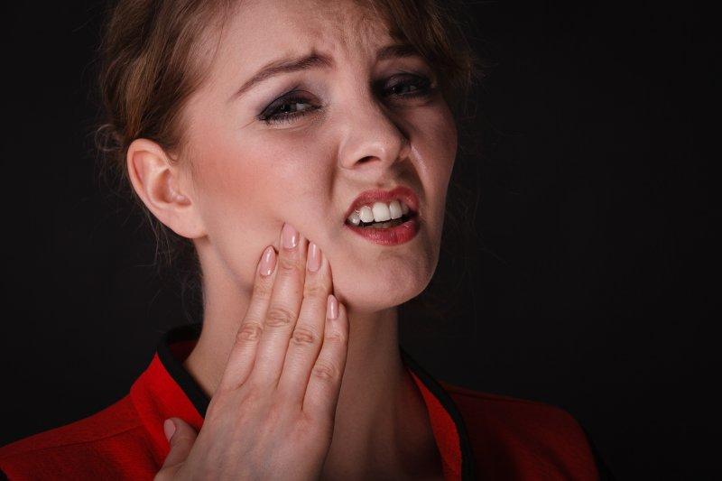 woman with painful wisdom teeth
